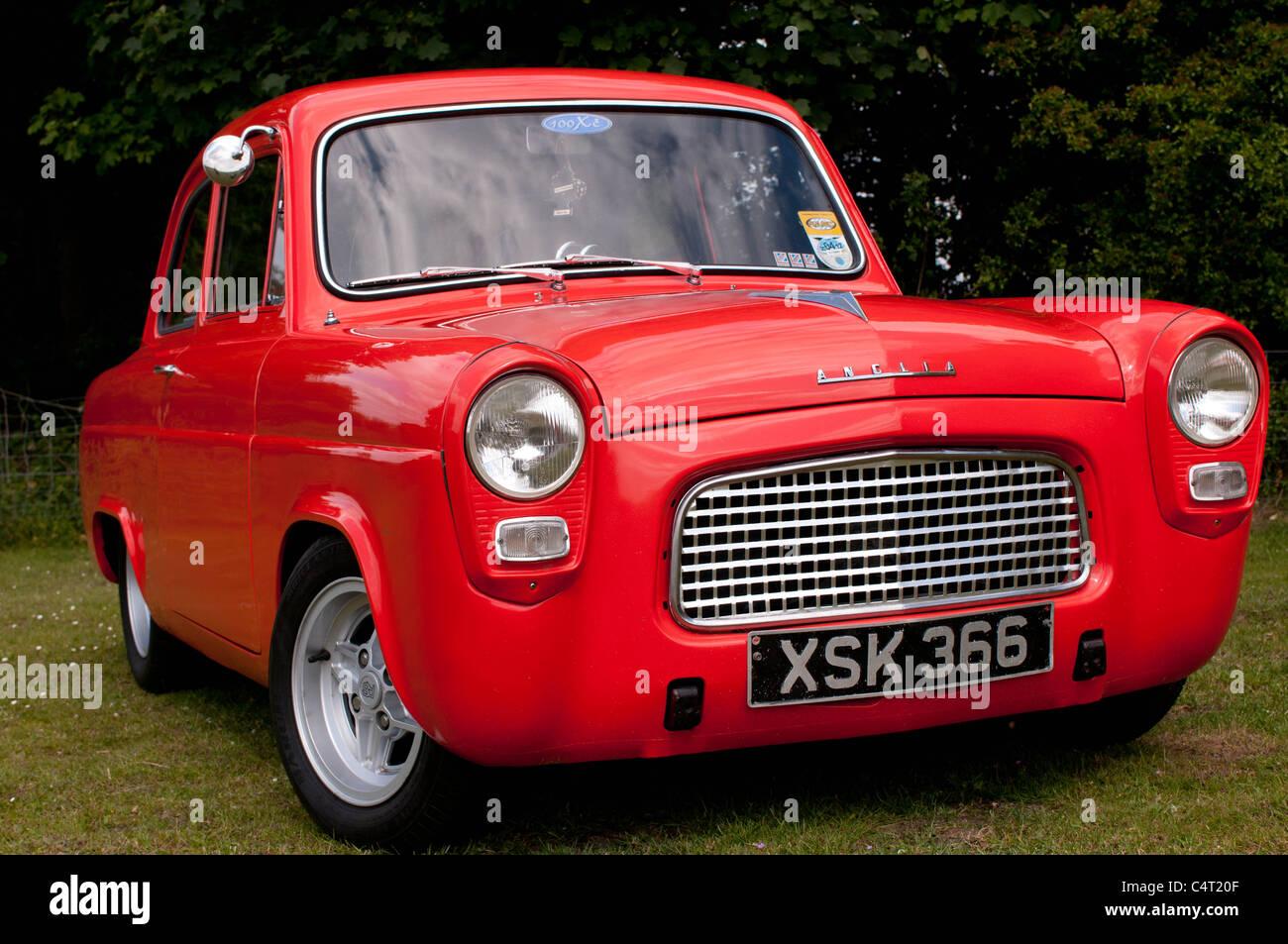 Renovierte Oldtimer 1959 Ford Anglia 100E Stockbild