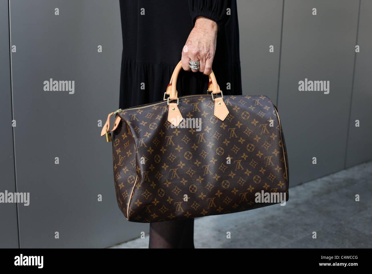 9286f267e1704 Louis Vuitton Tasche Stockfotos   Louis Vuitton Tasche Bilder - Alamy