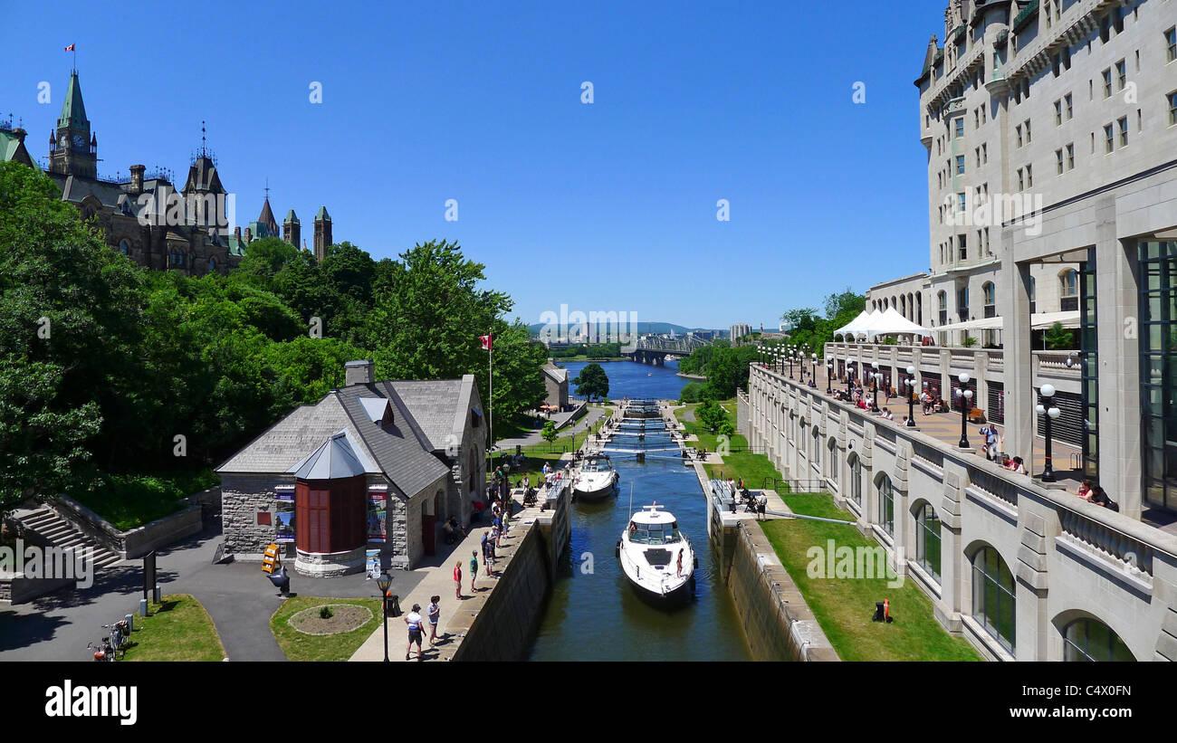 Kanadische Städte, Rideau-Kanal und Parlamentsgebäude, Ottawa Ontario Kanada. Stockbild