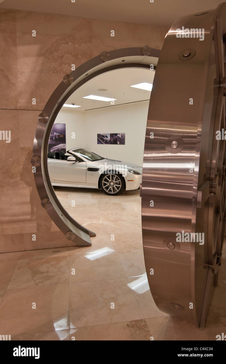 Galpin Motor Club Aston Martin Showroom. Stockbild