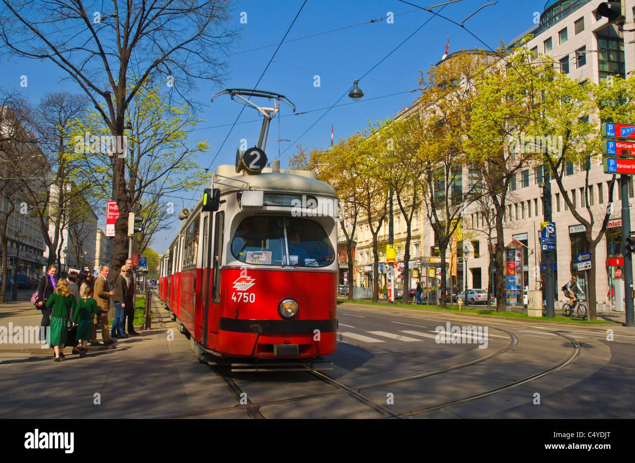 Straßenbahn auf Operring Ringstraße Straße Innere Stadt central Vienna Austria Mitteleuropa Stockbild