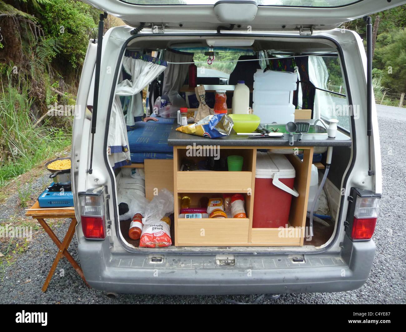 GAP Jahr Studenten Küche Im Hinteren Teil Ein Wohnmobil In Neuseeland