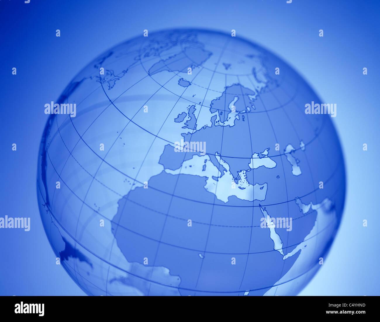 Ein klares Wort glühendes Kugel mit Europa in der Mitte Stockbild
