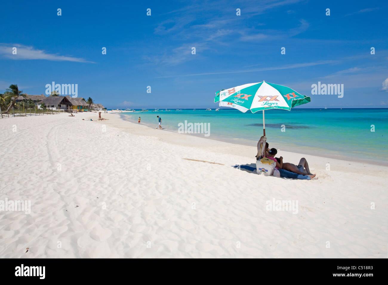 Menschen bin Strand von Playa del Carmen, Yukatan, Mexiko, Menschen am sandigen Strand, Playa del Carmen, Yucatan, Stockbild
