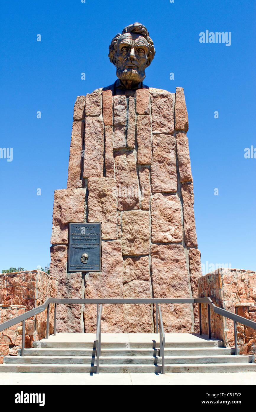 Robert Russi Bronze-Skulptur von Lincolns Kopf errichtet zu Ehren seines 150. Geburtstages auf der interstate 80 in der Nähe von Laramie in Wyoming. Stockfoto