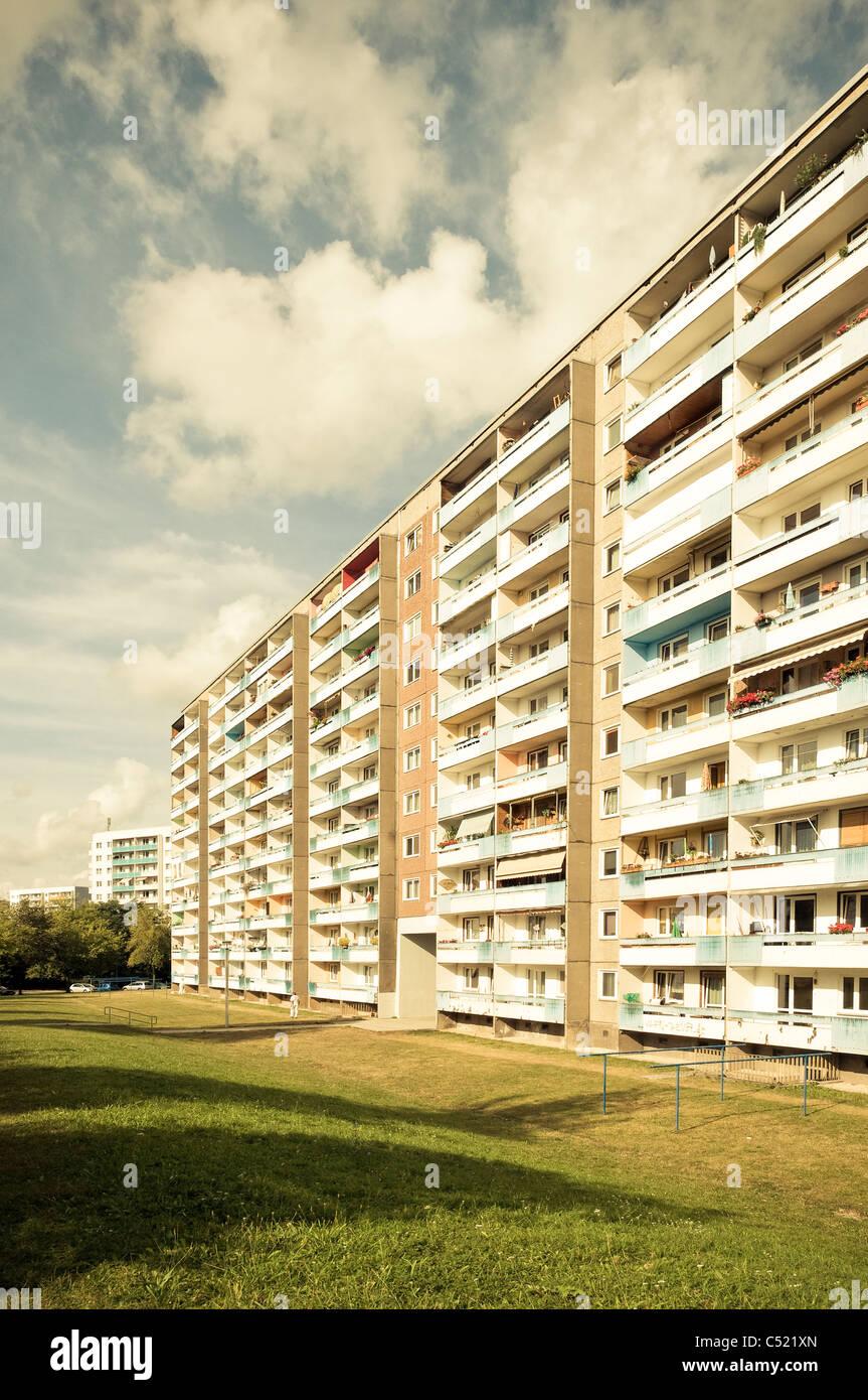 Fertighaus, Mehrfamilienhaus, Wohnanlage, sozialer Wohnungsbau, Symmetrie, Siedlung, Jena, Deutschland Stockbild