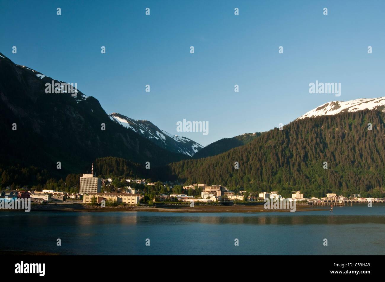 Die Innenstadt von Juneau Sicht von Douglas Island, südöstlichen Alaska, Sommer Stockbild