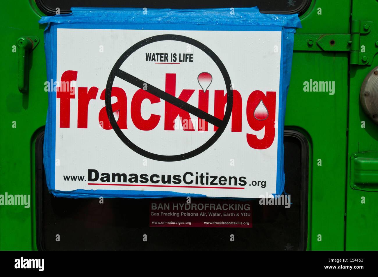 Wasser ist Leben, anti-Fracking-Platte auf grünen Auto, New York, USA Stockbild