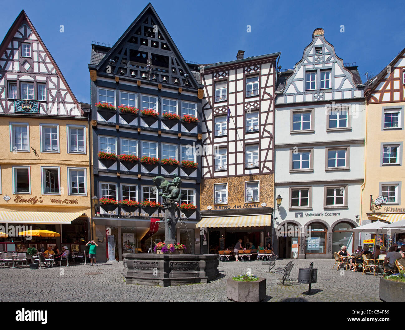 Cochem, Marktplatz Mit Historischem Brunnen, Historischer Stadtkern, Marktplatz, Brunnen, gut auf dem Marktplatz Stockbild