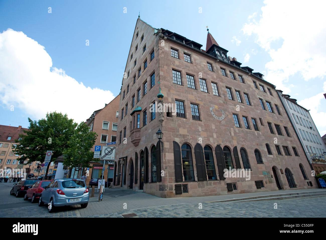 Garnelensuche bin Albrecht-Dürer-Platz in der Altstadt Auktionshaus Weidler an der Albrecht-Dürer-Platz Stockbild