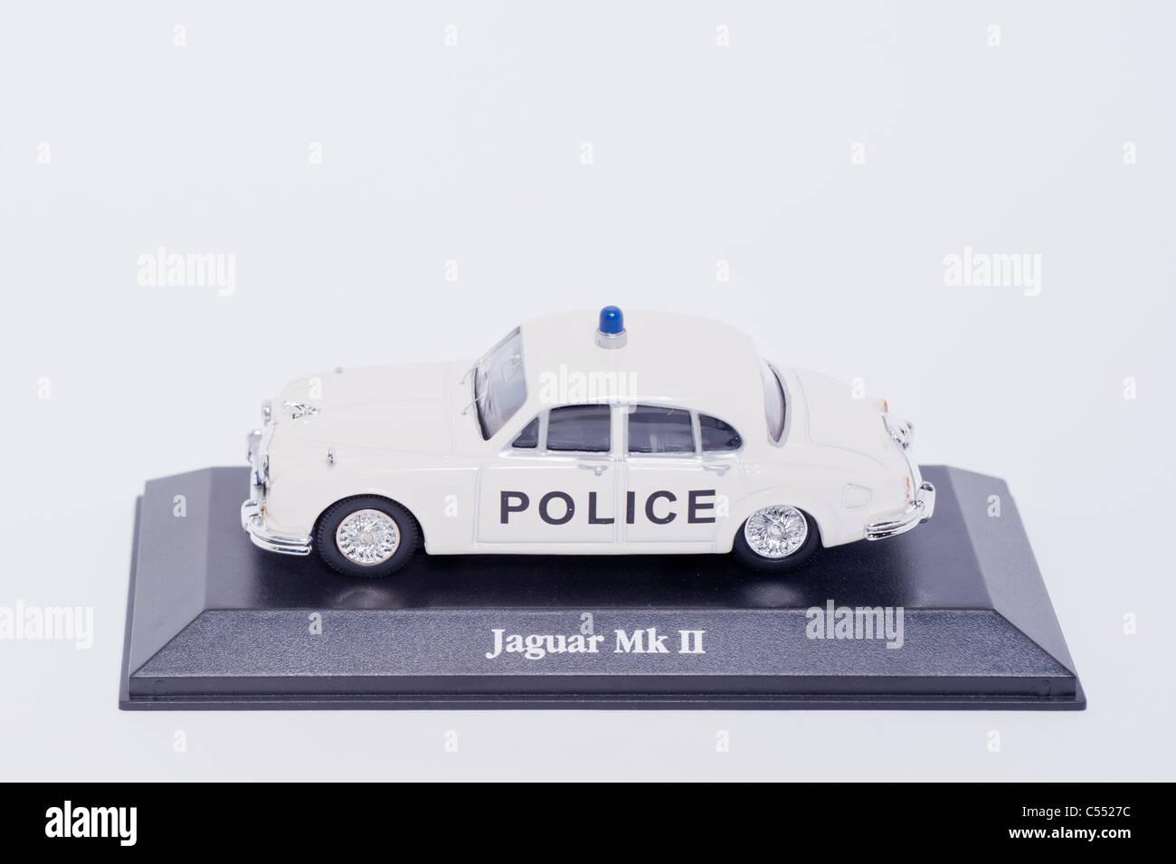 Auf einem weißen Hintergrund Polizei Modellauto Jaguar Mk 2 Stockbild