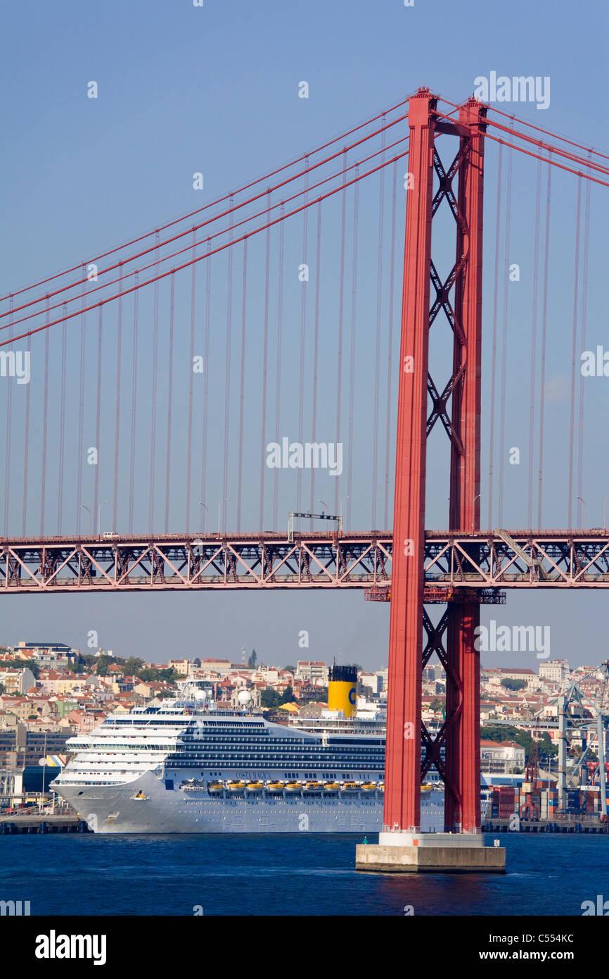 Lissabon Fluss portugal lissabon fluss tejo kreuzfahrtschiff costa magica und 25