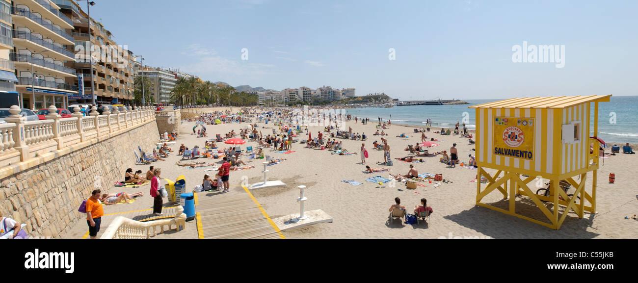 Benidorm, Playa Poniente Strand in der Nähe der alten Stadt, Costa Blanca, Spanien Stockbild