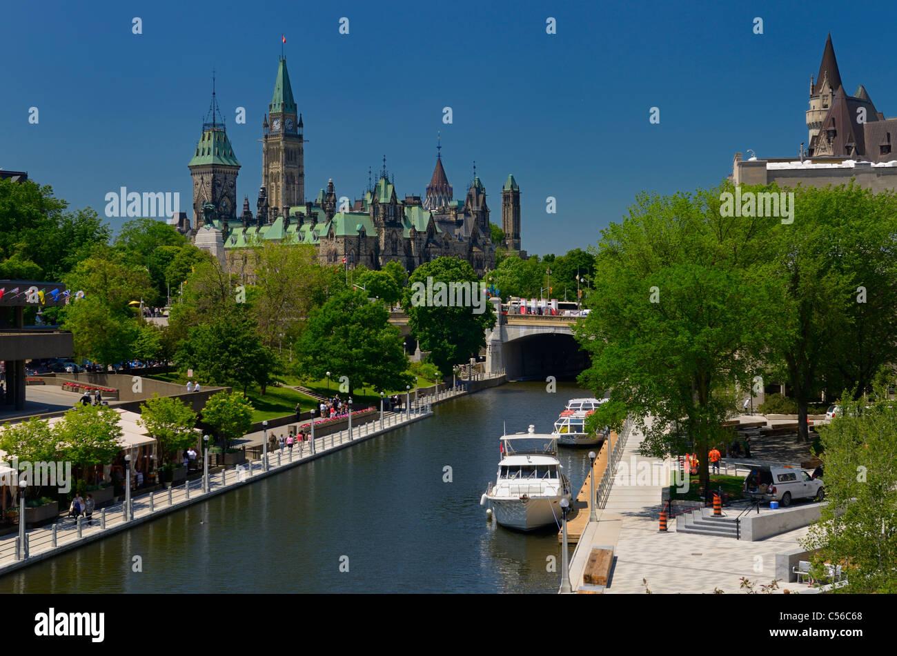 Überblick über die Ottawa Parliament Gebäuden Rideau Canal National Arts Centre und das Chateau Laurier Stockbild