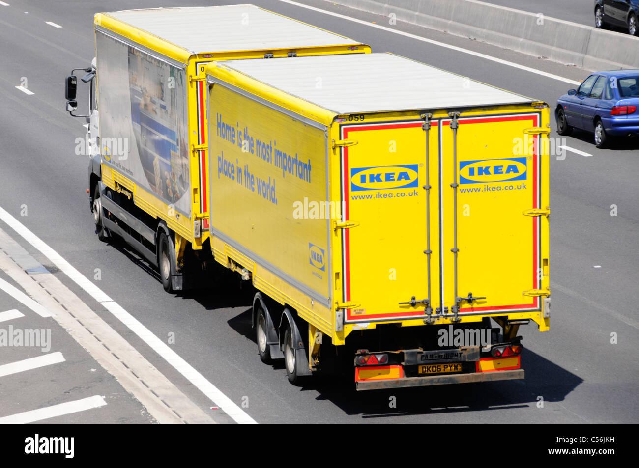 Ikea Anhänger blick von oben auf ikea store delivery supply chain transport