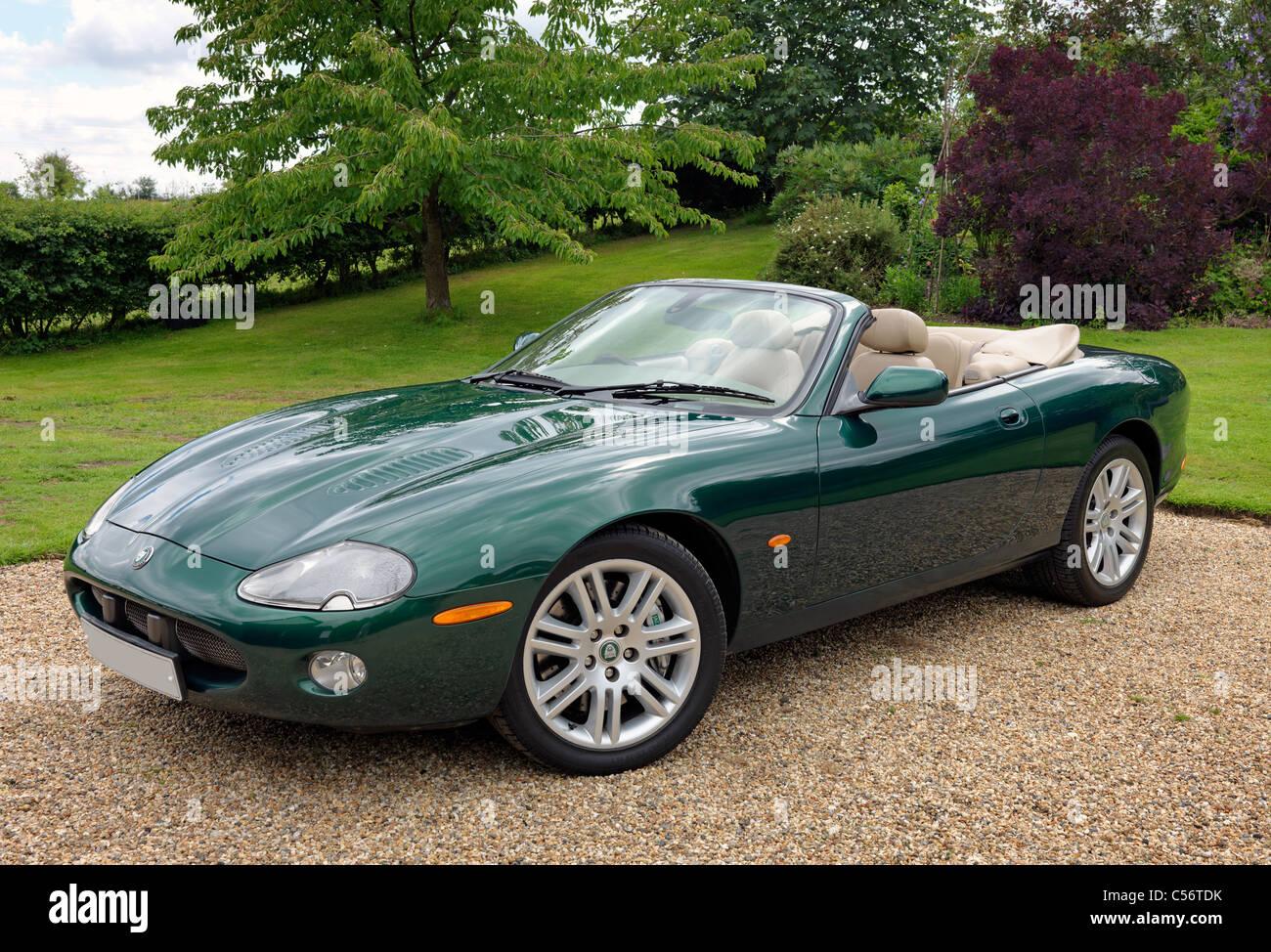Jaguar XKR Cabrio, Modell 2003 Sportjahr. Kfz-Kennzeichen anonymisiert. Stockbild