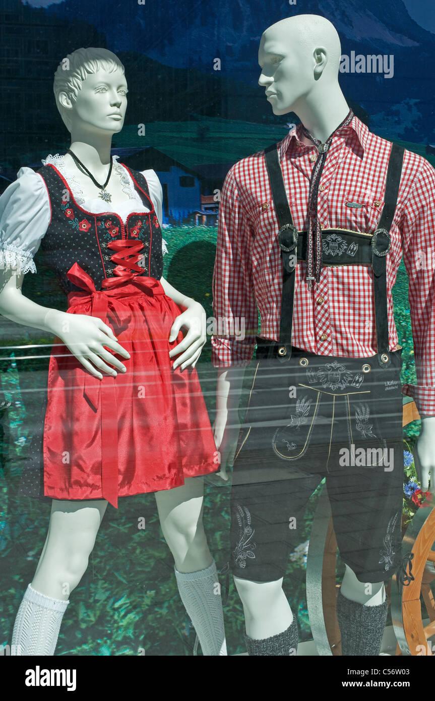 new products 670c3 1ed92 Traditionelle deutsche Kleidung in einem Kaufhaus, Köln ...