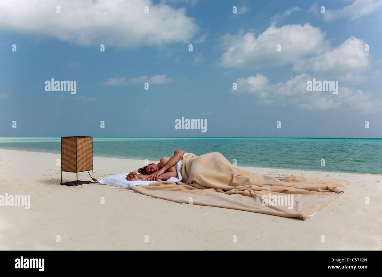 Paar Im Bett Am Strand Schlafen Stockfoto Bild 37648541 Alamy
