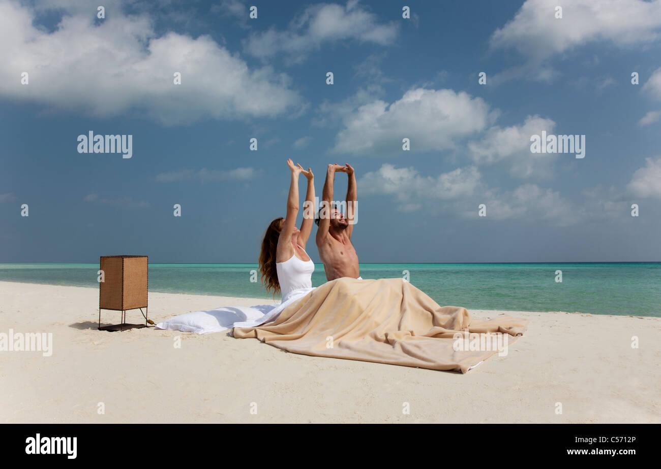 Paar Im Bett Am Strand Aufwachen Stockfoto Bild 37648542 Alamy