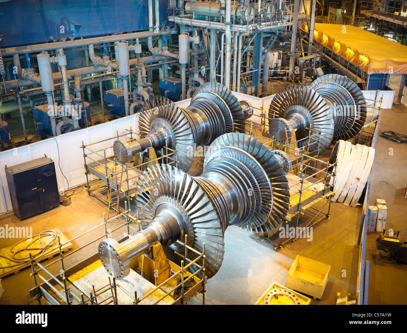 Turbinen im Kraftwerk Stockbild