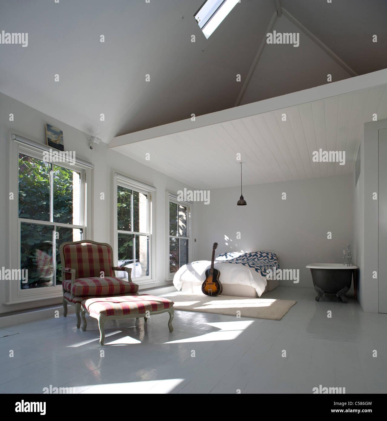 Doppelter Höhe Schlafzimmer Badezimmer Mit Schrillen Decke