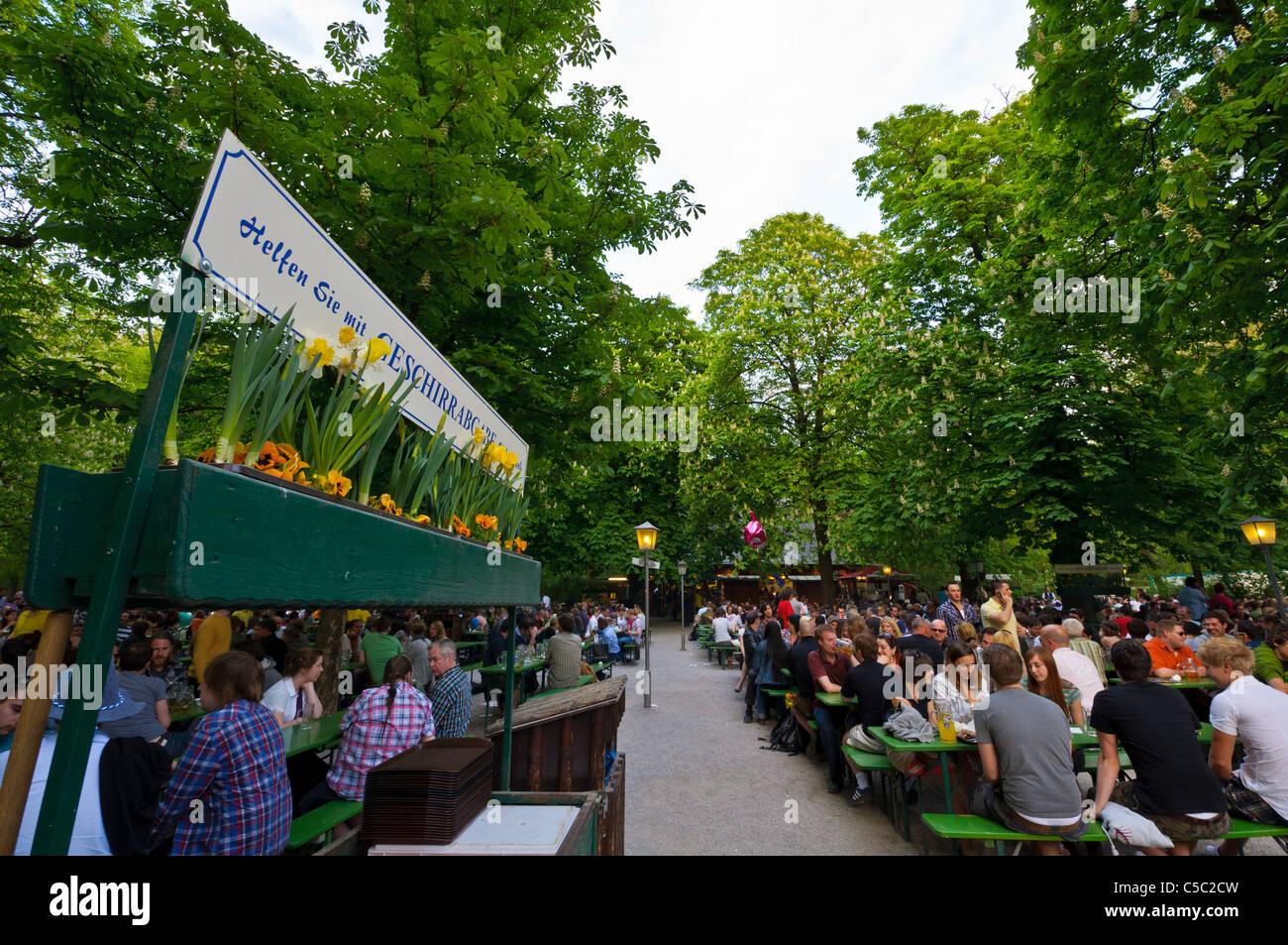 Biergarten Im Englischen Garten München Deutschland Stockfoto
