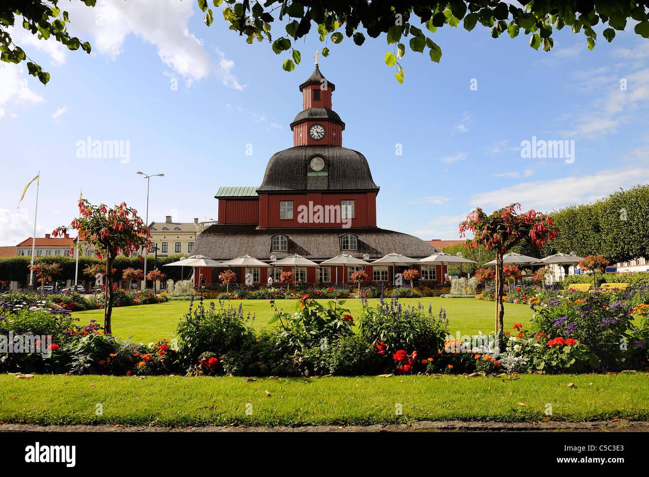 Altes Rathaus Mit Blumen Im Vorgarten In Lidkoping Schweden