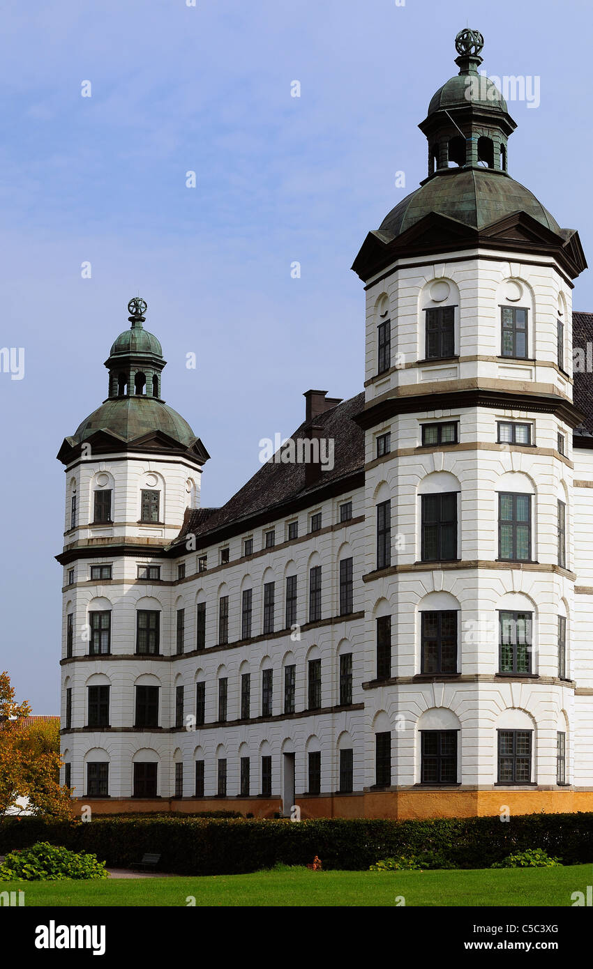 Außenaufnahme des Schloss Skokloster gegen blauen Himmel in Uppland, Schweden Stockbild