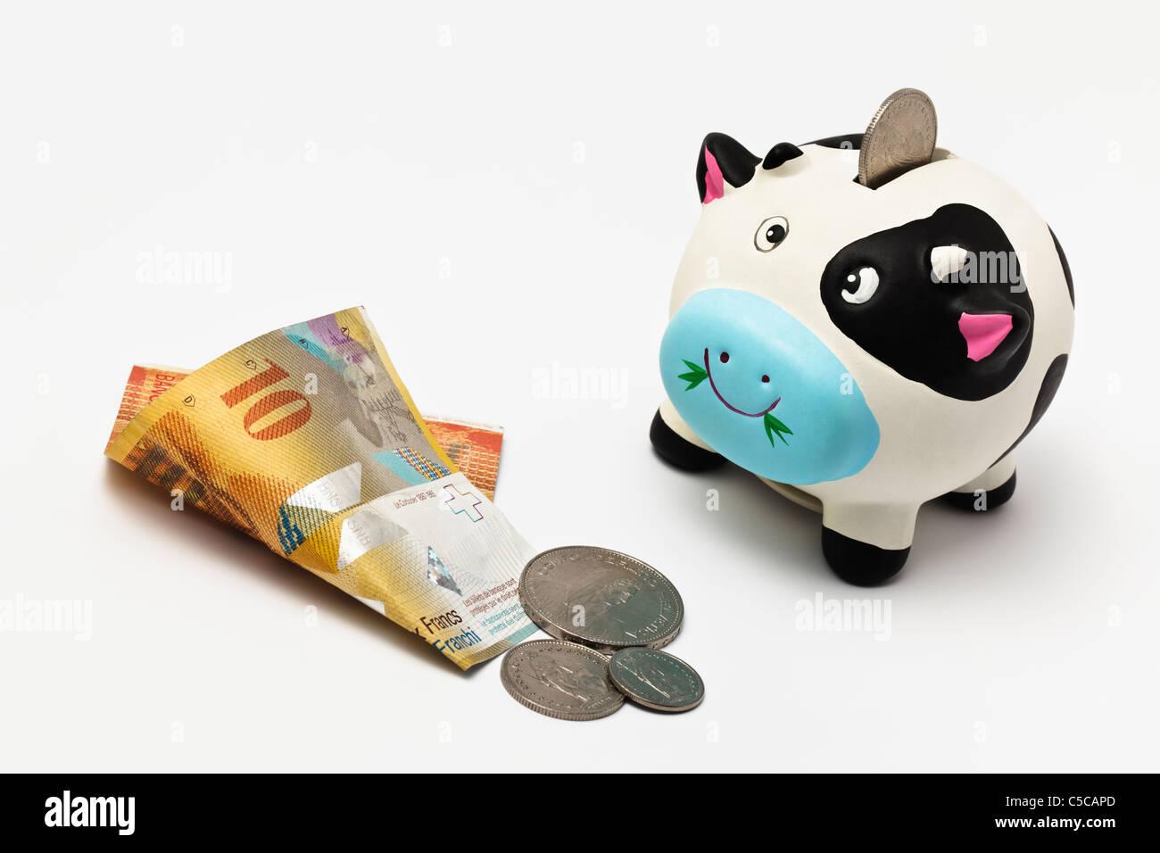 Sparschwein mit Schweizer Geld Stockbild