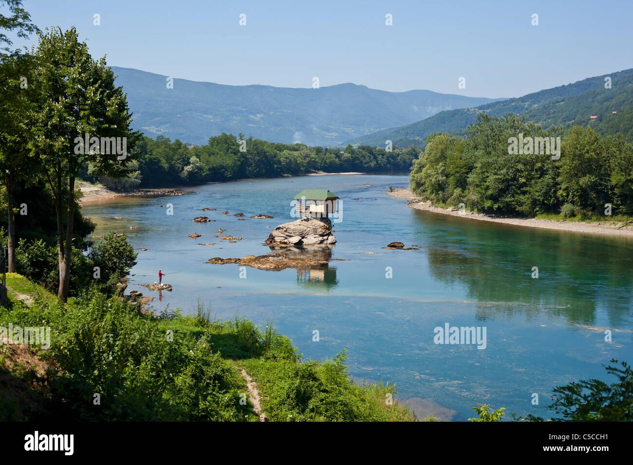 fluss drina serbien kleines haus auf dem wasser stockfoto bild 37767325 alamy. Black Bedroom Furniture Sets. Home Design Ideas