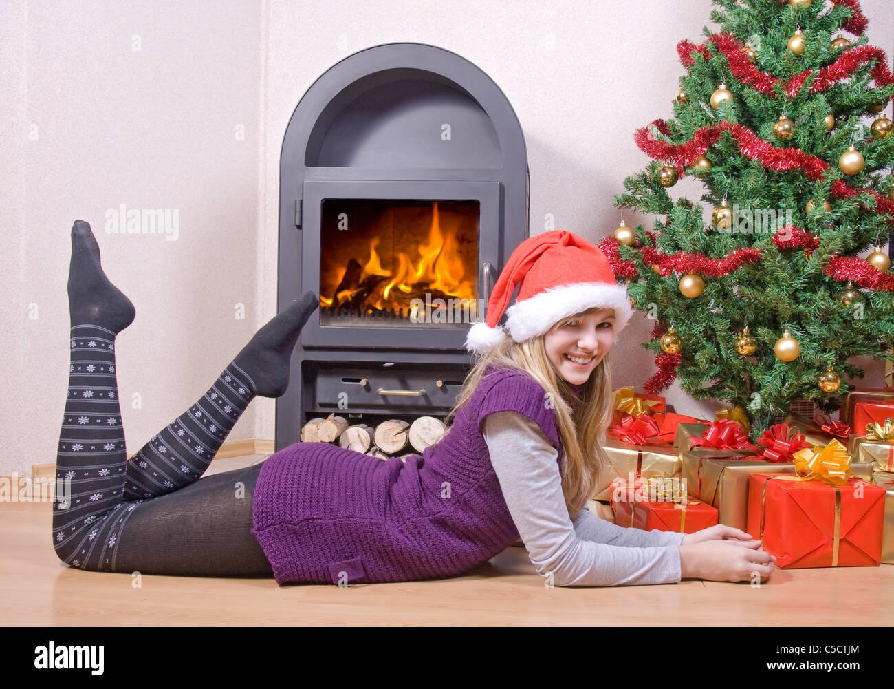 Mädchen mit Weihnachtsgeschenke Stockfoto, Bild: 37776780 - Alamy