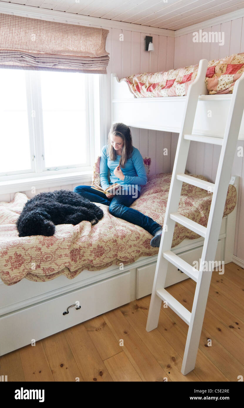 Anspruchsvoll Teenager Bett Sammlung Von Teenager-mädchen Buch Von Einem Schlafenden Hund Im