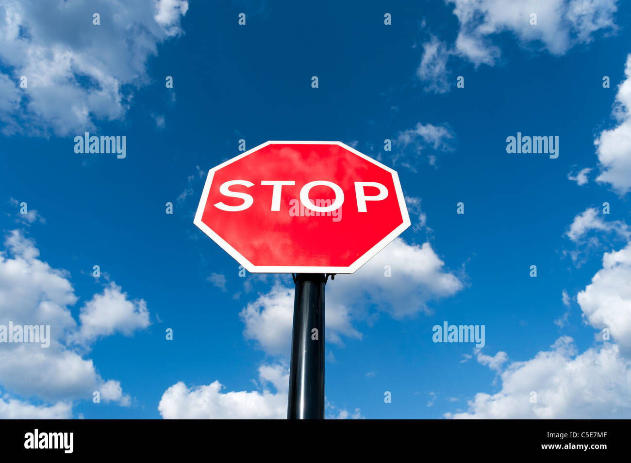 Rote Stoppschild, UK Stockbild