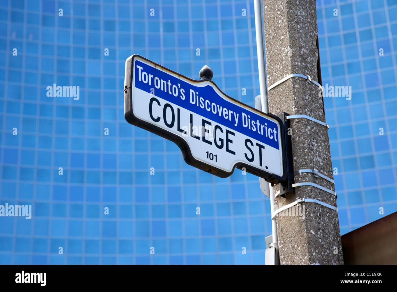 Torontos Entdeckung Bezirk College Straßenschild an der Ontario Power Generation Opg Bau Toronto Ontario Kanada Stockbild
