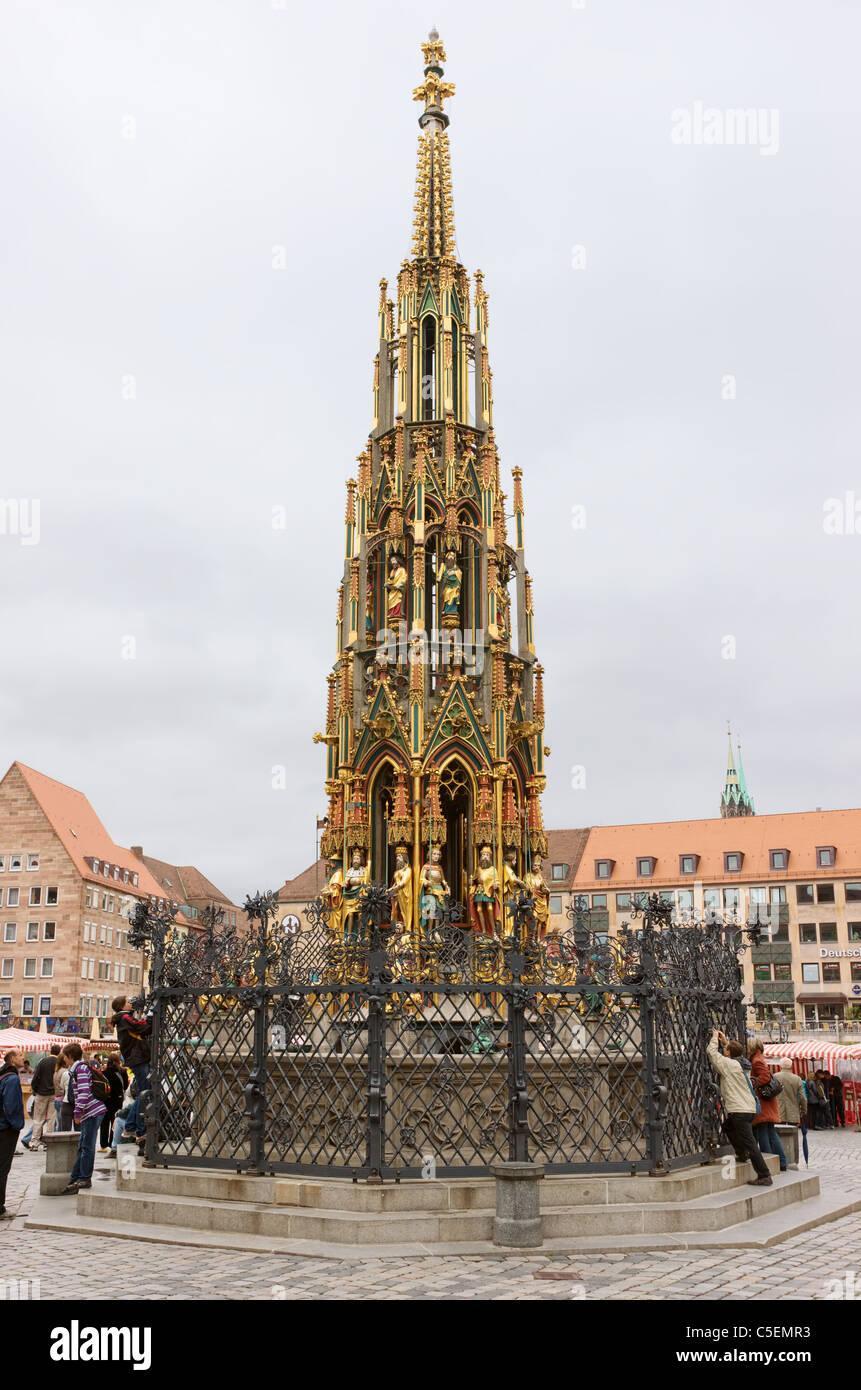 Nürnberg, Hauptmarkt, schöner Brunnen (der schöne Brunnen) von Heinrich Beheim von 1385 bis 1396 Stockbild