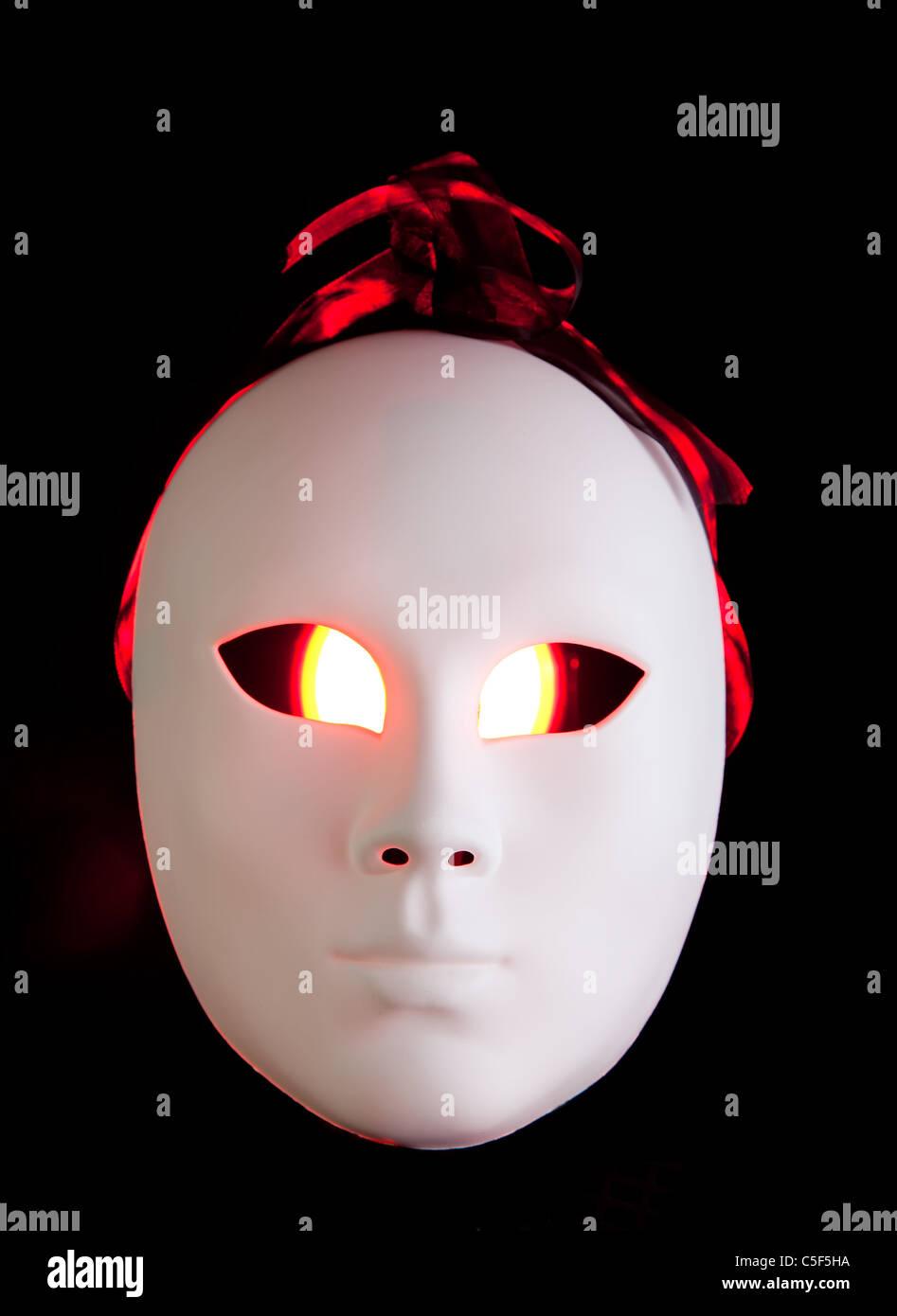 Gruselige Rote Augen Stockfotos Gruselige Rote Augen Bilder Alamy