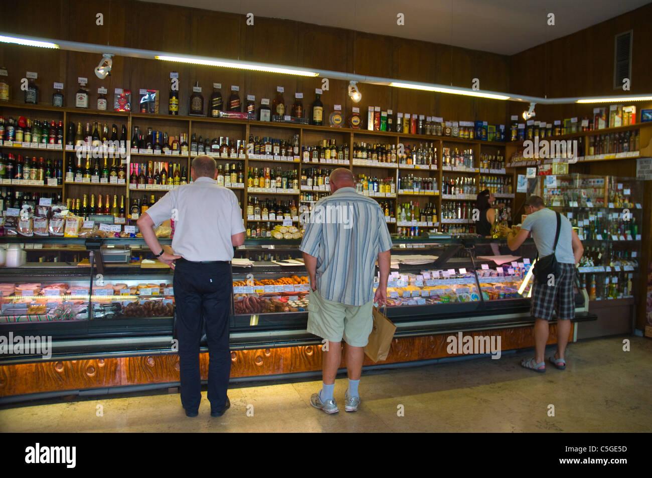 Typische hinter der Theke-Shop Verkauf Speisen und Getränke bei ...