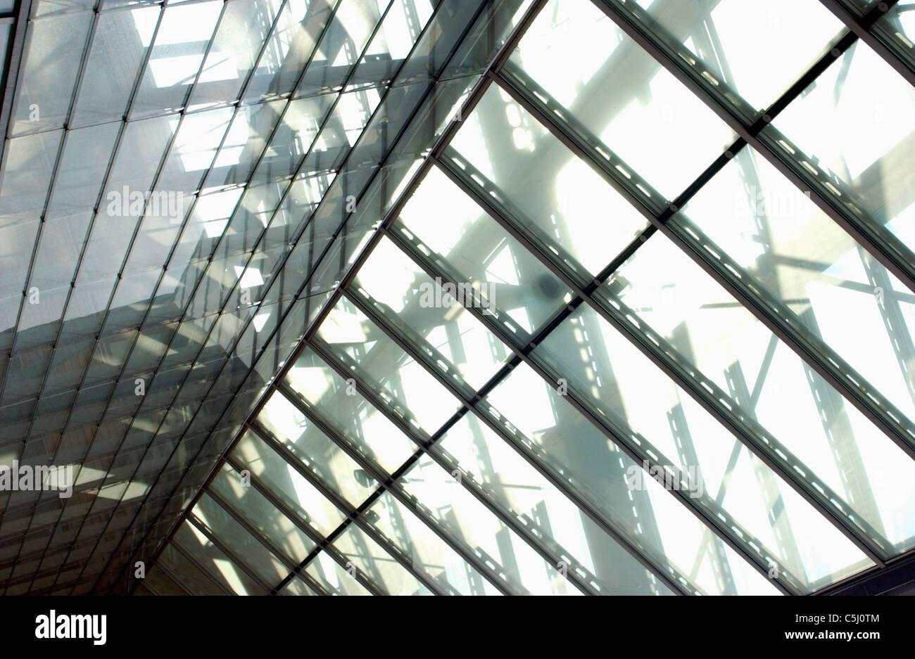 blick auf ein atrium dach aus glas und stahl stockfoto bild 37889844 alamy. Black Bedroom Furniture Sets. Home Design Ideas