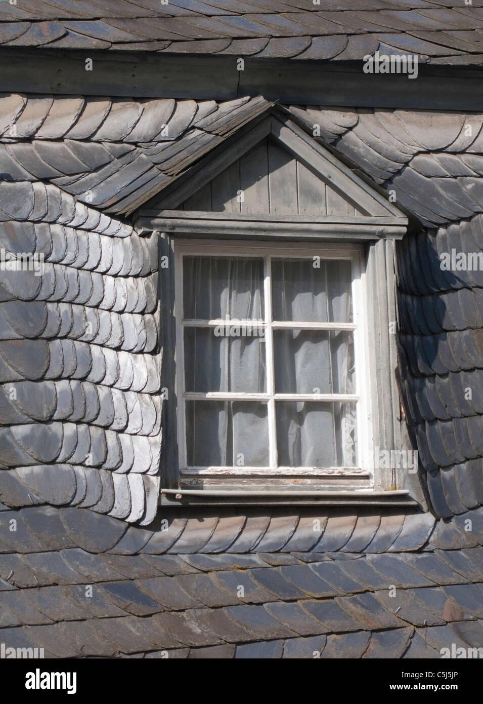 Mit Schiefern Gedecktes Dach, Dachfenster, Haus in Bernkastel-Kues, Mosel, Slated Dach, Fenster, Mosel, Stockbild