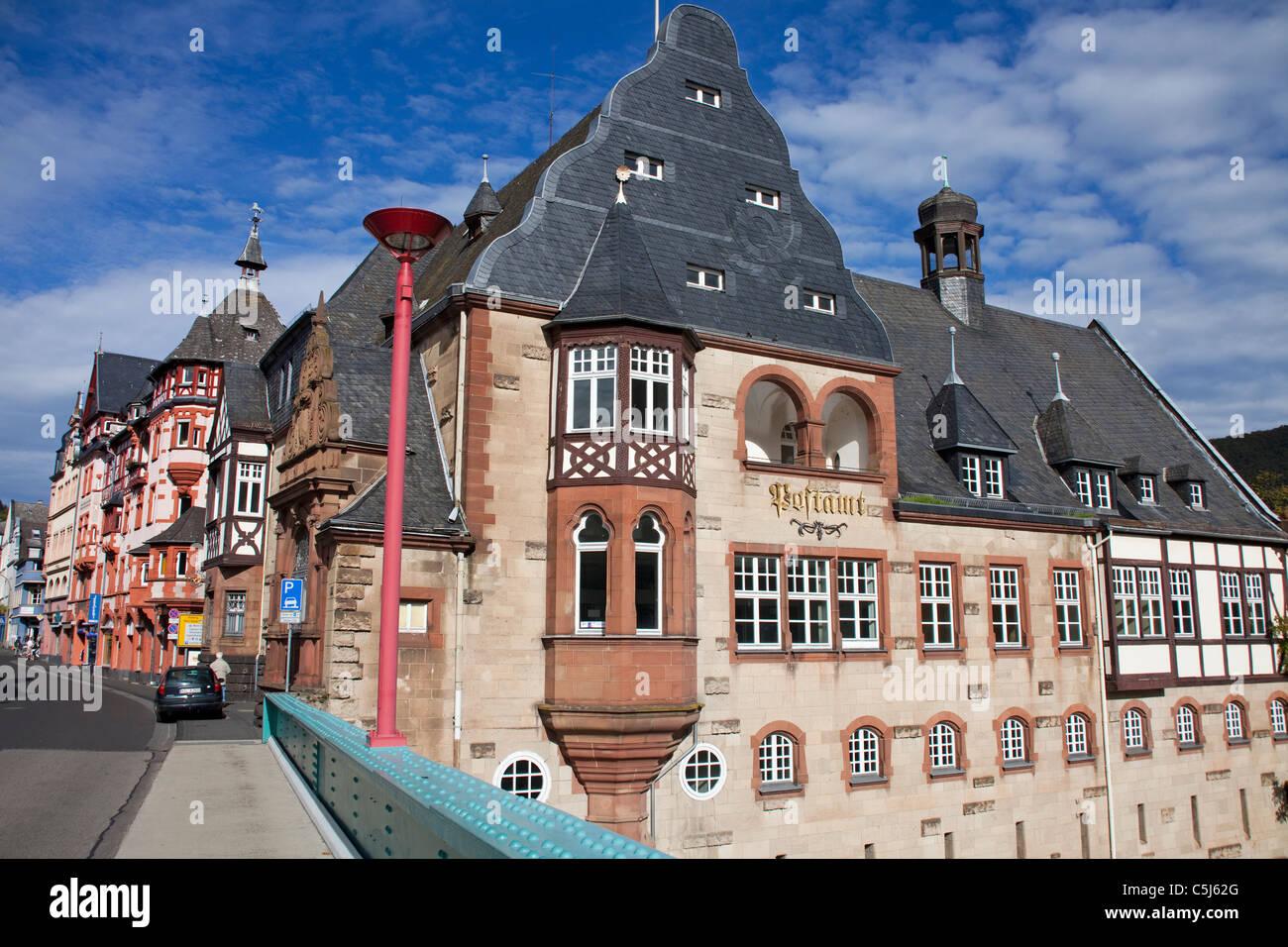 Altes Historisches Postamt eine der Moselbruecke, Traben-Trarbach, Mosel, alte Post Office an der Mosel-Brücke, Stockbild