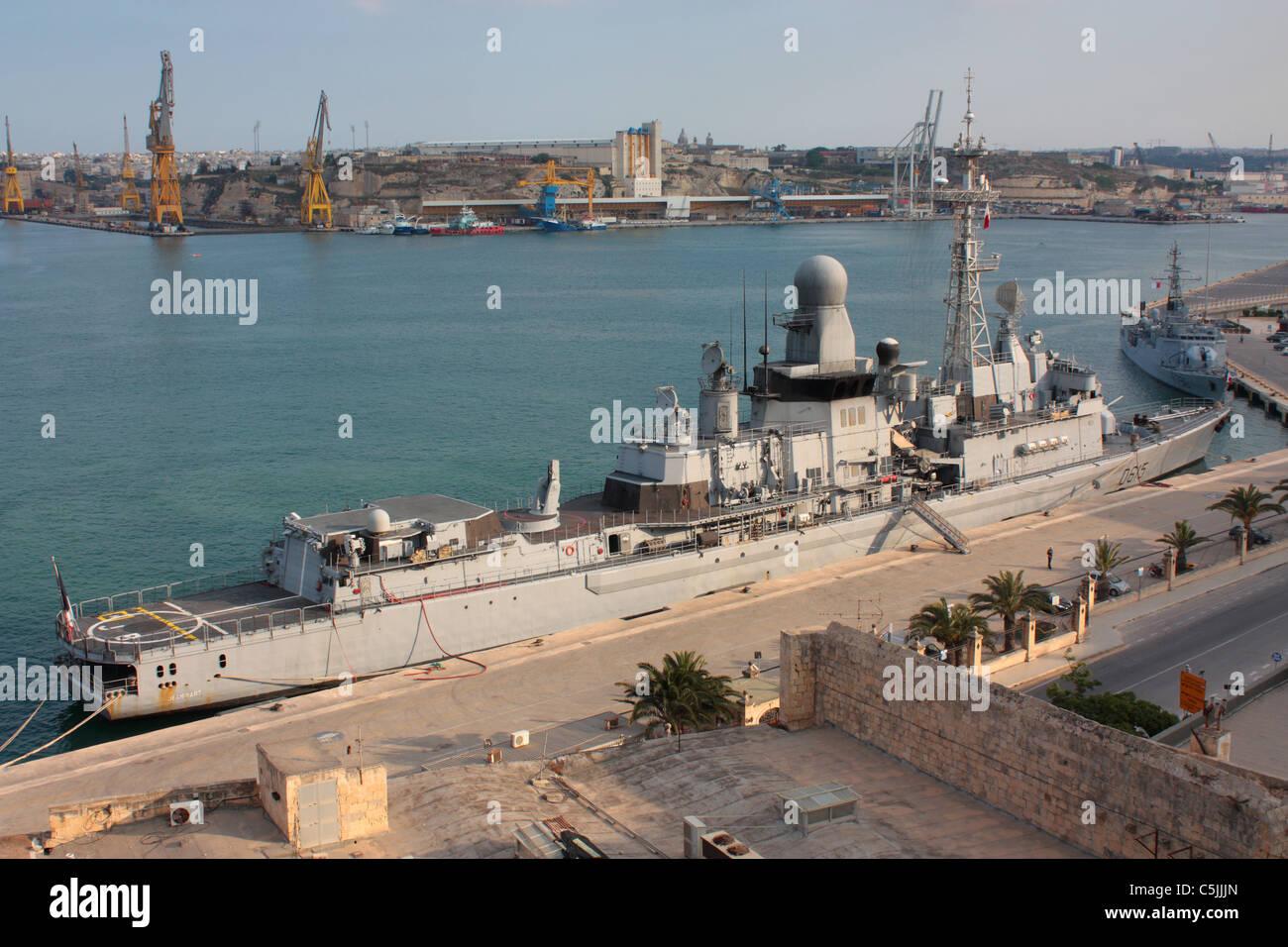 Die französische Marine Fregatte Jean Bart in Maltas Grand Harbour Stockbild