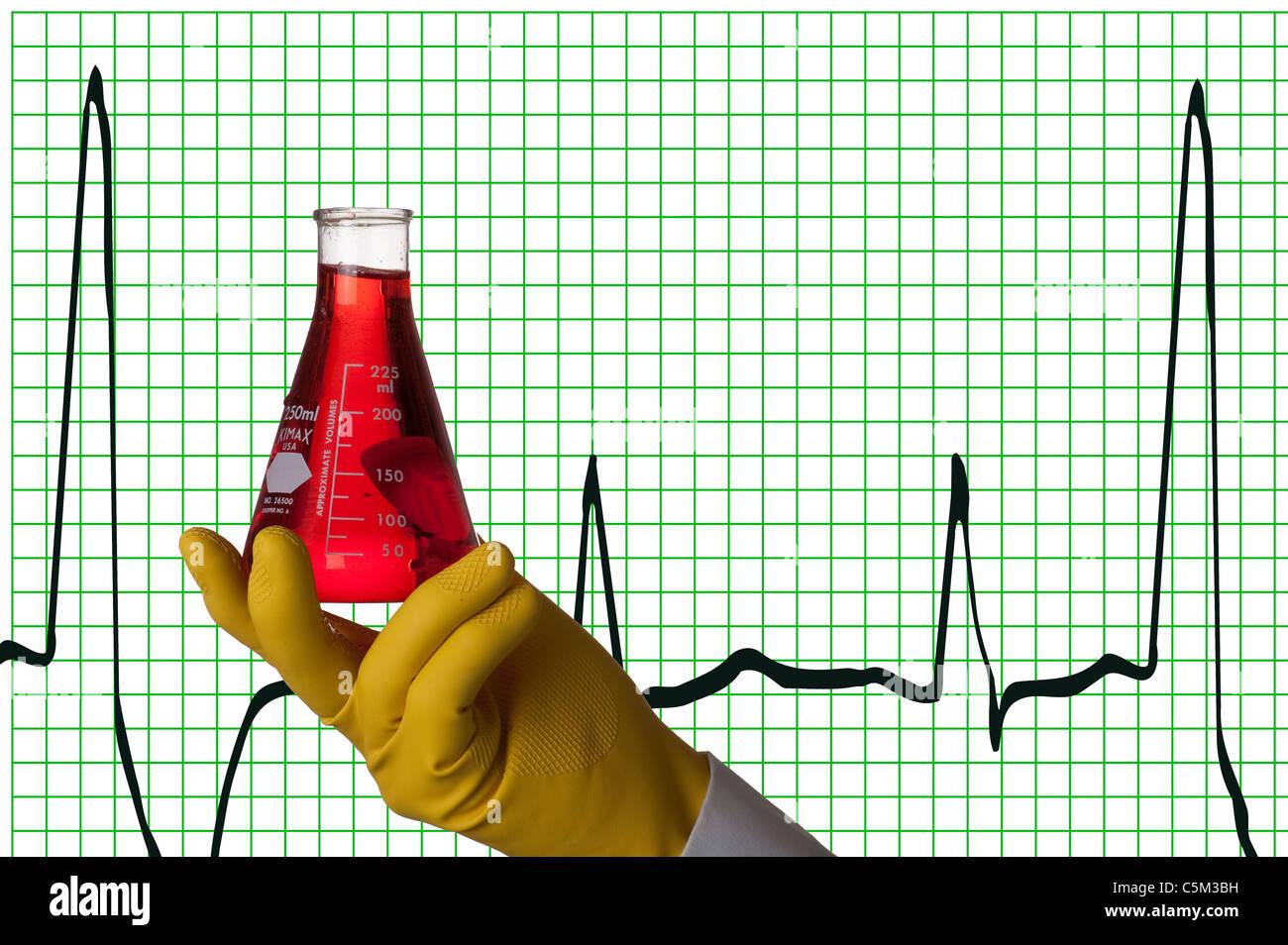 behandschuhten Hand hält Erlenmeyerkolben EKG-Hintergrund Stockbild