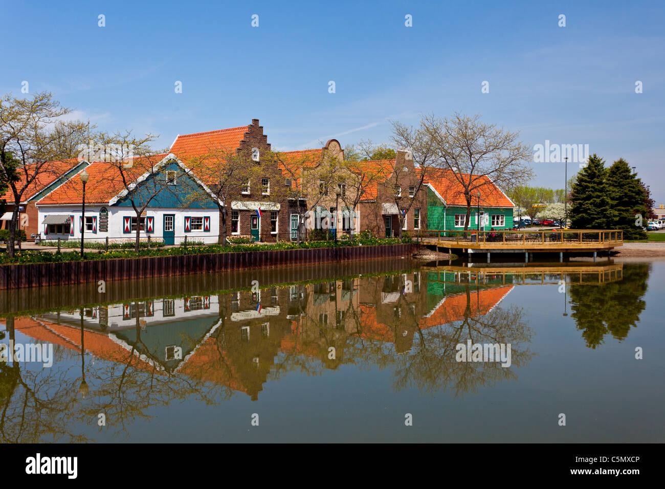 Architektur und Geschäfte der niederländischen Dorf Touristenattraktion in Holland, Michigan, USA. Stockbild