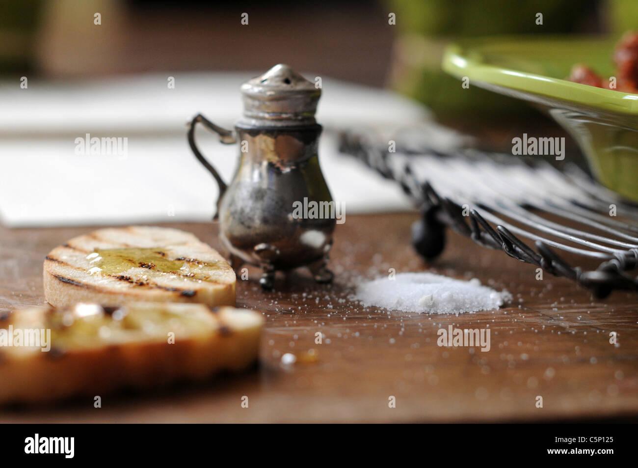 Gerösteten Baguette Scheiben mit Honig Stockbild