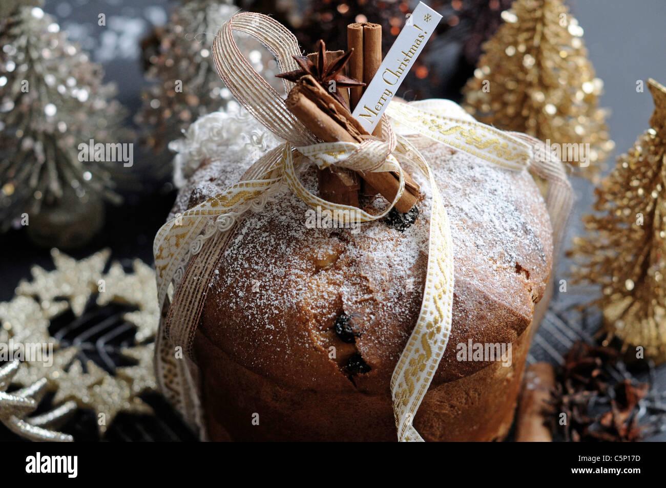 Italienischer Weihnachtskuchen (Panettone) Stockbild