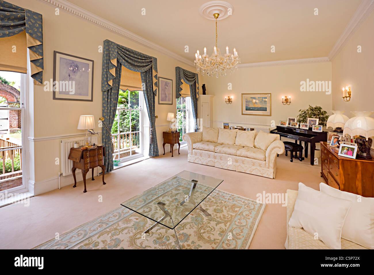 Interieur Aus Einem Traditionellen Englischen Wohnzimmer Stockfoto
