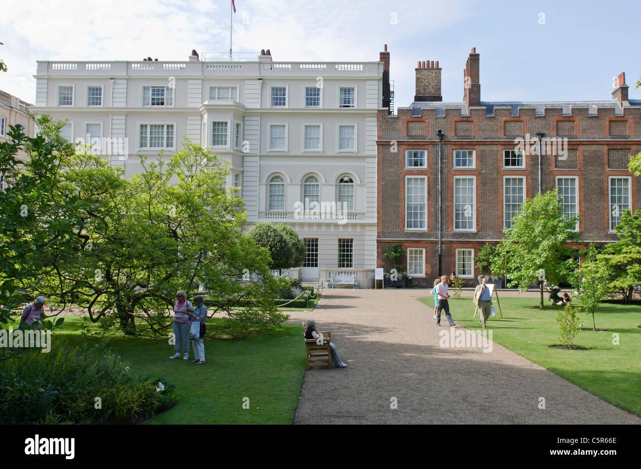 clarence house und st james palace garten london uk haus von prinz charles camilla herzogin. Black Bedroom Furniture Sets. Home Design Ideas