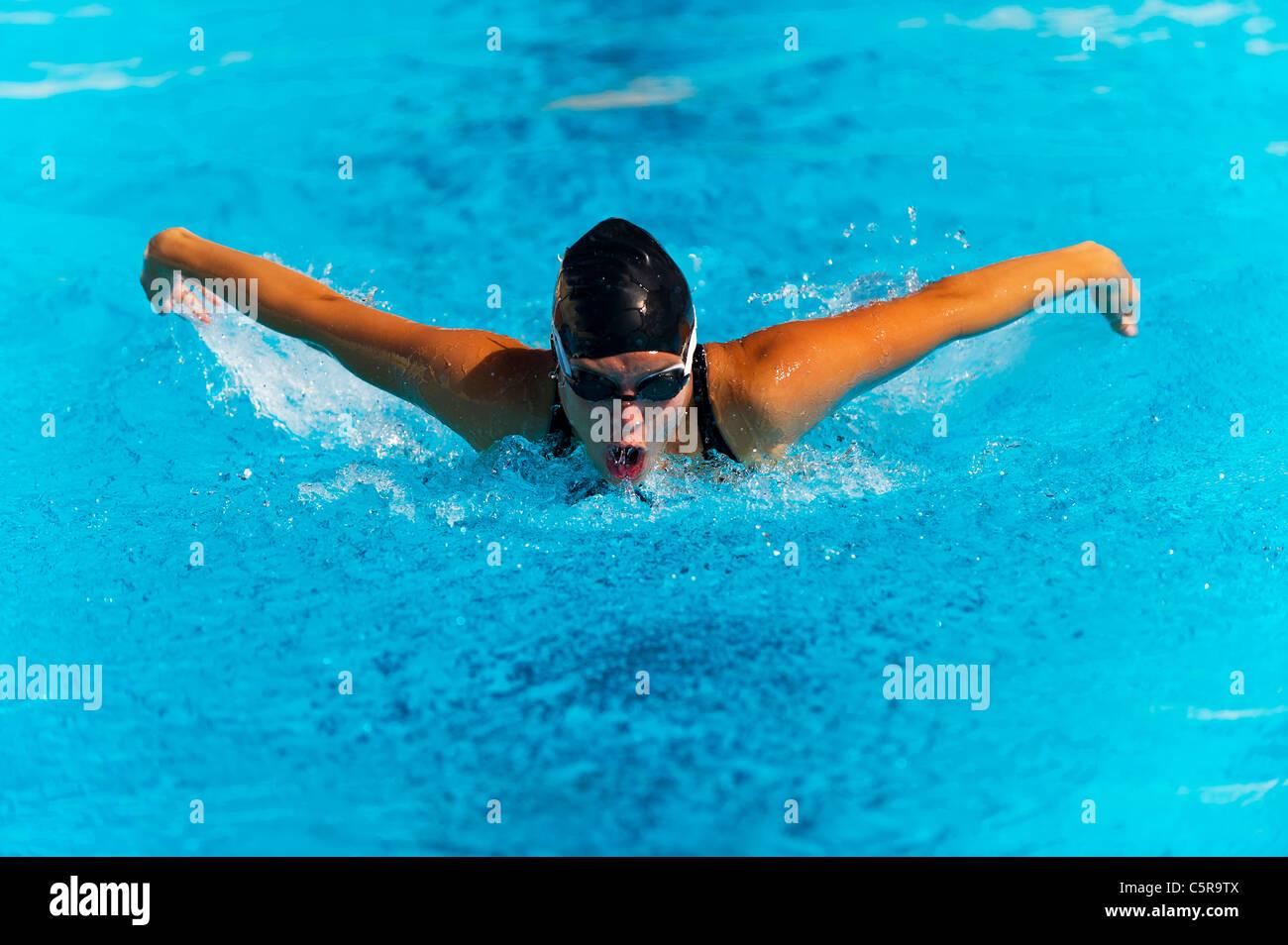 Ein Schwimmer, den Schmetterling zu tun. Stockbild