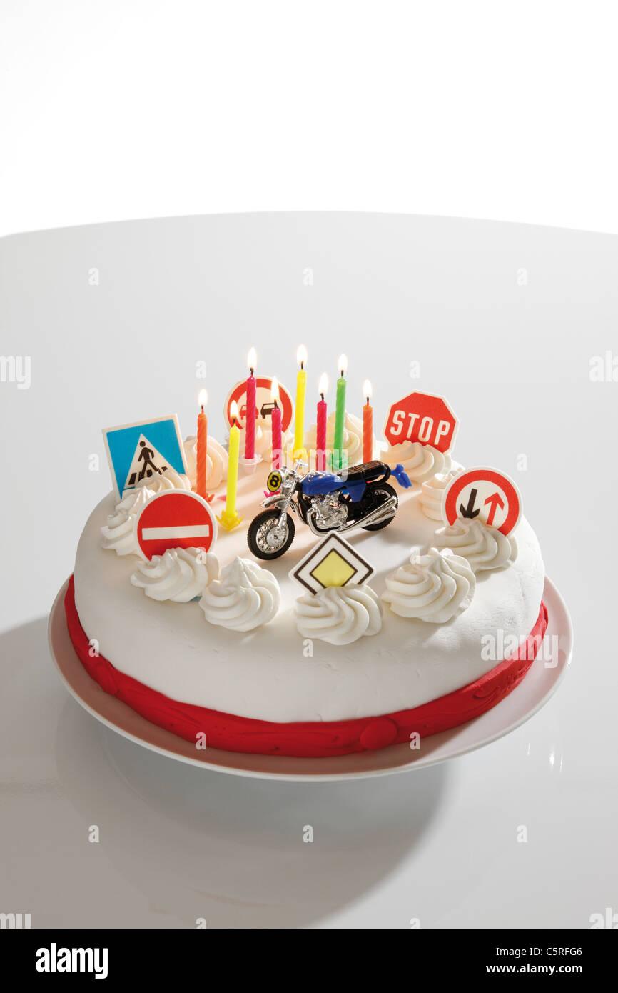 Kuchen mit Verkehrszeichen, erhöhten Blick Stockbild