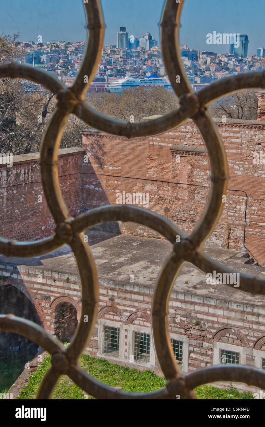 Fenstergitter Blick Auf Moderne Istanbul Aus Dem Harem Topkapi